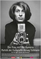 """Plakatmotiv """"Die Frau mit der Kamera - Porträt der Fotografin Abisag Tüllmann"""""""
